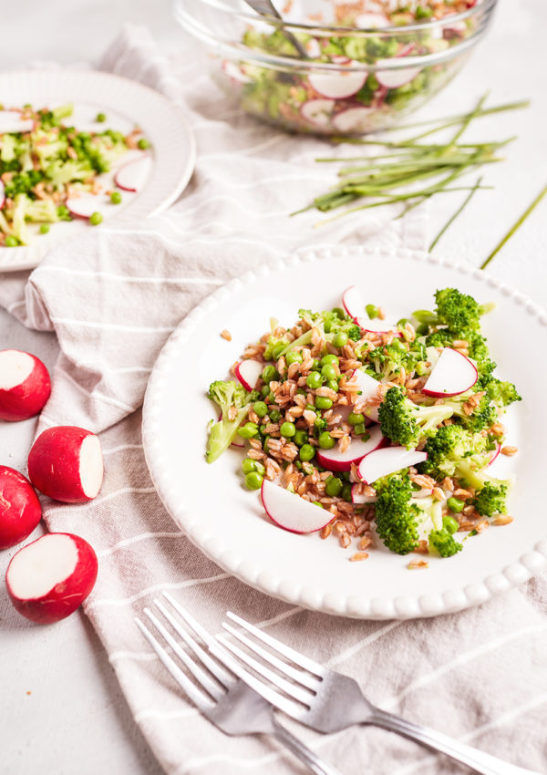 Spring spelt salad with broccoli and radish