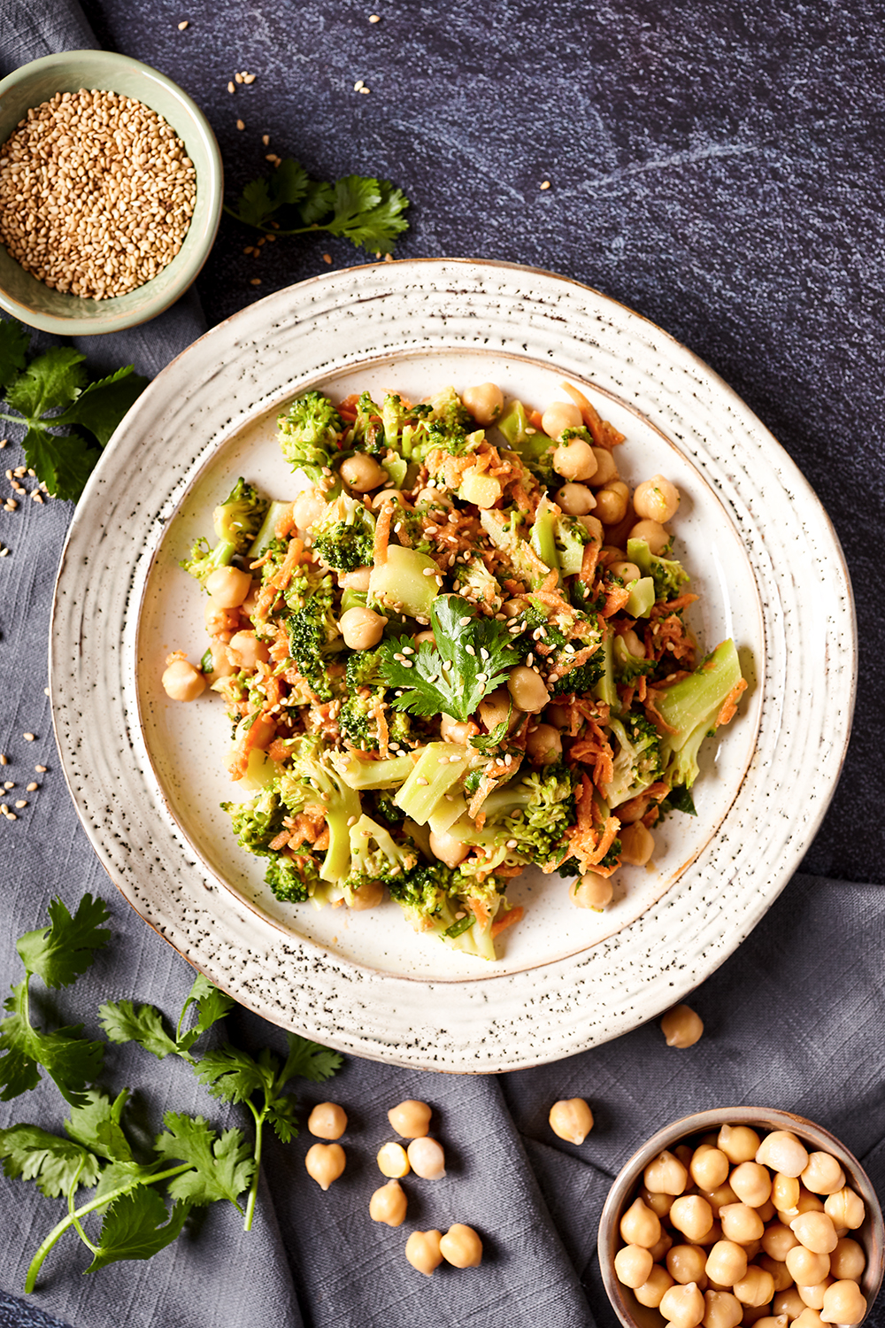Broccolis and carrot salad with peanut and sesame dressing