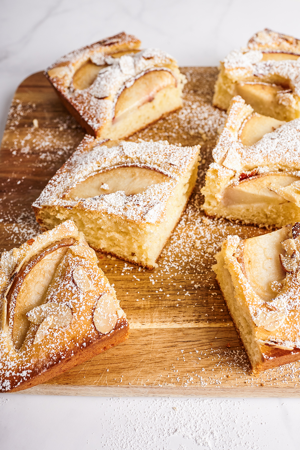 Peach moelleux with almonds