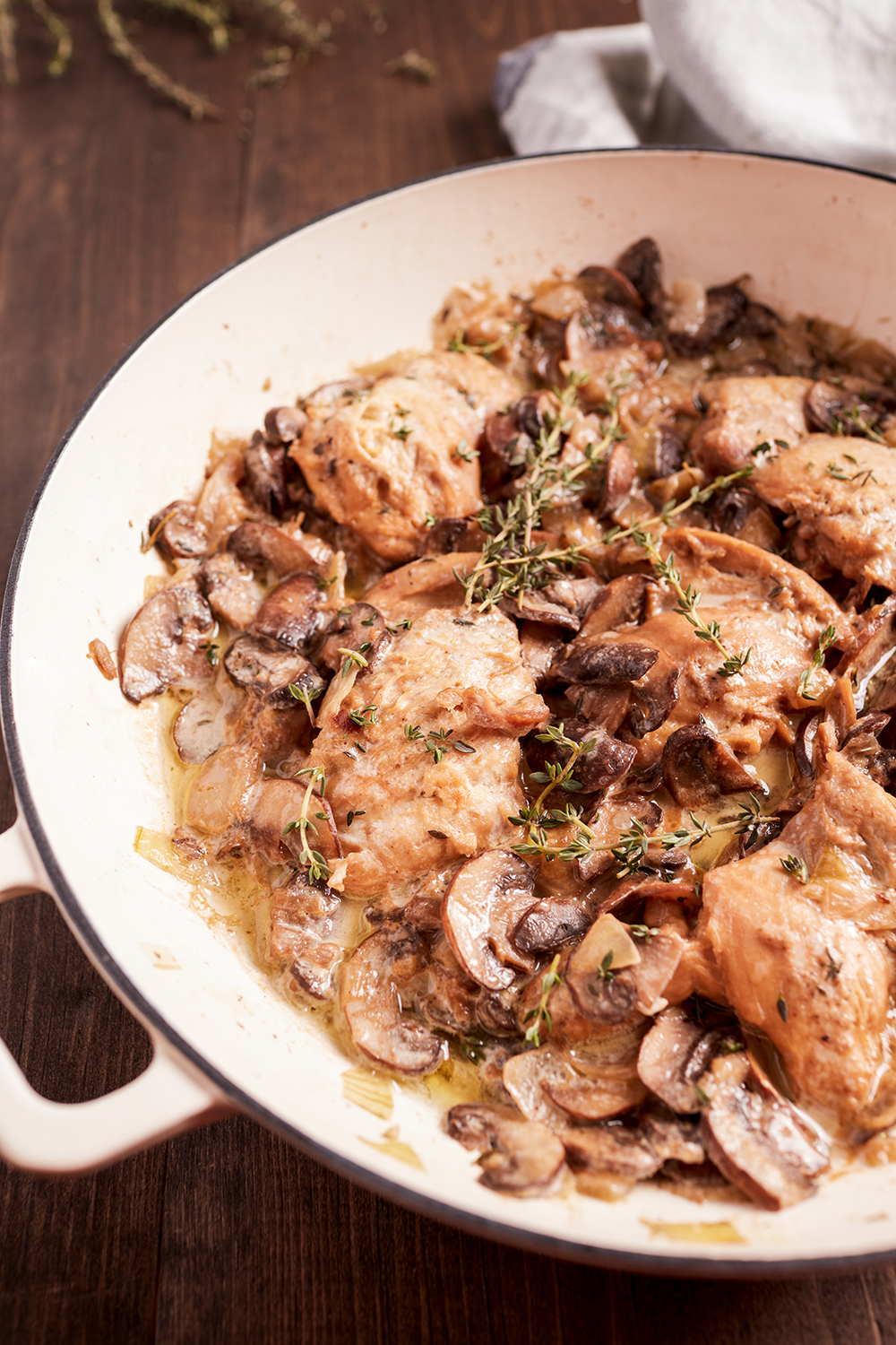 Creamy chicken with mushrooms and thyme